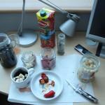 Improvisiertes Abendessen: Oliven, Paprika, Bohnen, Knoblauch und Gurken